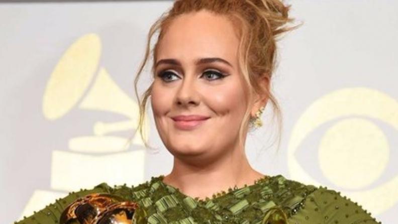 สวยคลาสลิคแบบสาว Adele ในงาน GRAMMYs Awards 2017