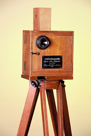 http://www.institut-lumiere.org/musee/les-freres-lumiere-et-leurs-inventions/cinematographe.html