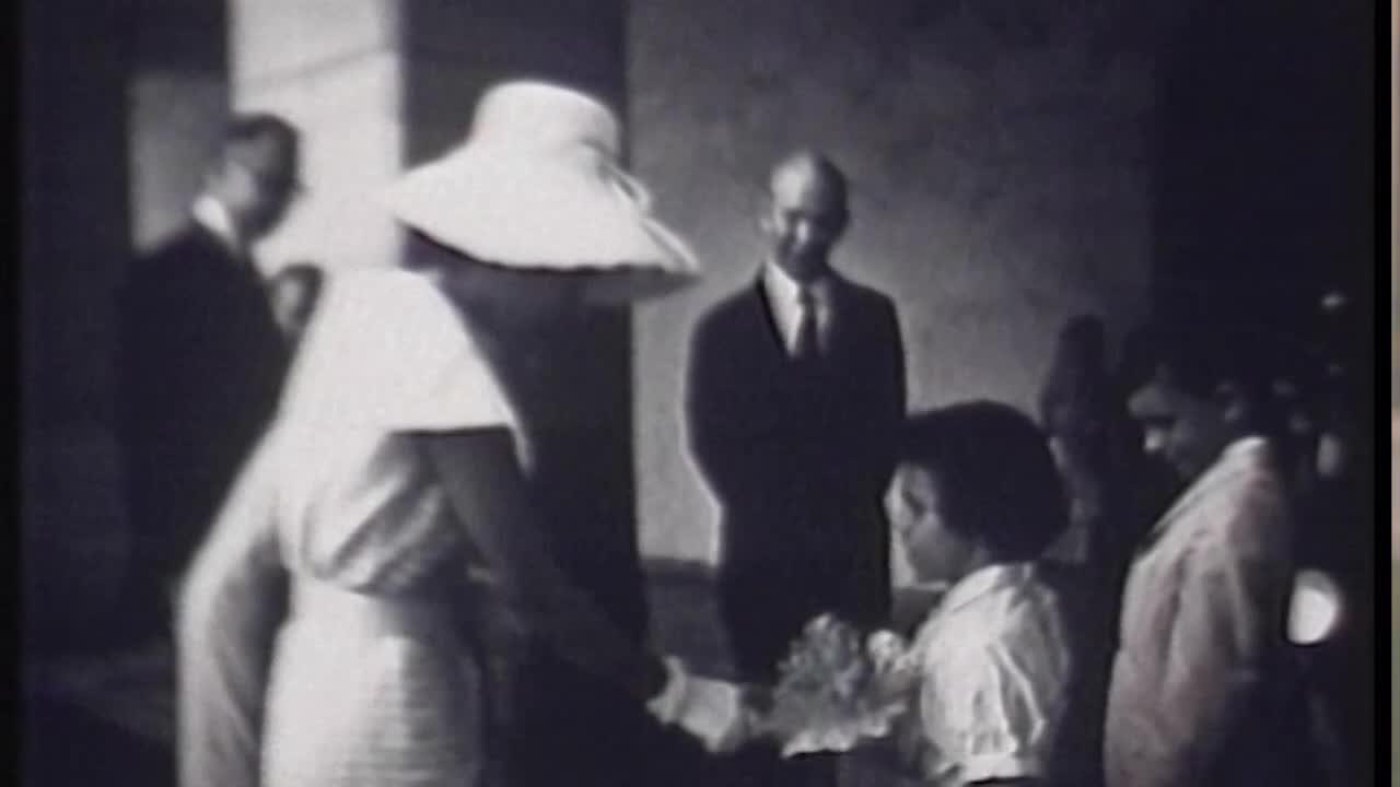 สารคดีเทิดพระเกียรติสมเด็จพระนางเจ้าสิริกิติ์ พระบรมราชินีนาถ ชุด ธ ทรง ทำ ตอน ชุดไทยพระราชนิยม